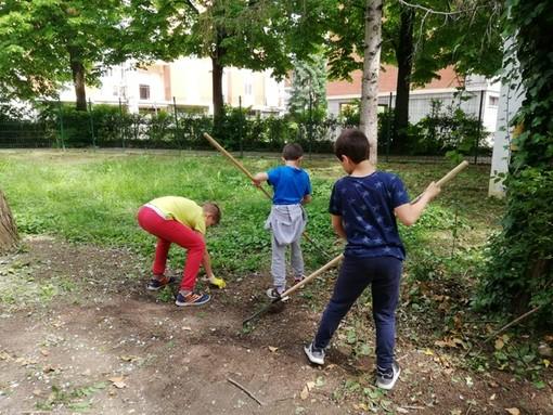 """Alunni, genitori e insegnanti della Rio Crosio hanno contributo ad una """"Scuola Pulita"""""""