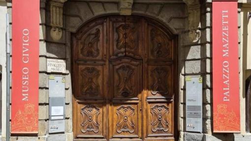 Il portone di Palazzo Mazzetti, sede della Fondazione Asti Musei