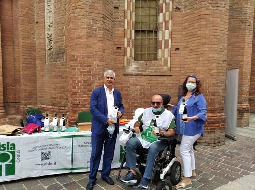 Vincenzo Soverino con il prefetto di Asti Terribile