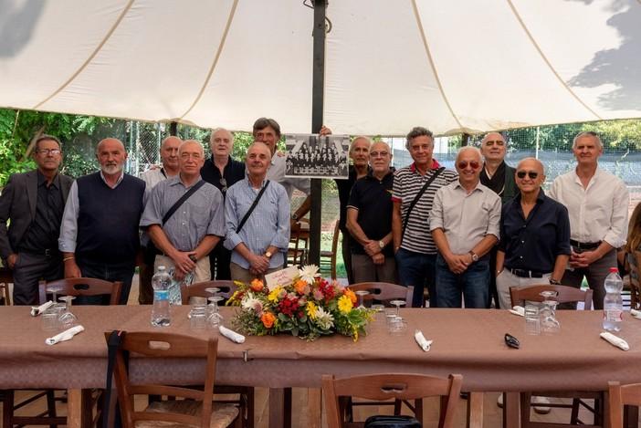 Foto di gruppo per gli ex allievi