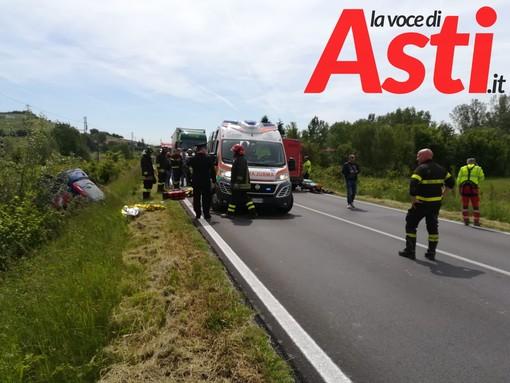 Pulmino si ribalta sull'Asti-Mare, 4 feriti tra cui uno elitrasportato ad Alessandria [AGGIORNAMENTO E FOTO GALLERY]