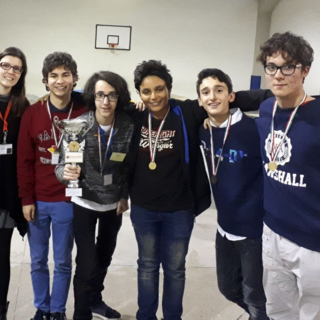 Foto di repertorio della premiazione del torneo a.s. 2017/2018, con gli allievi veterani e la prof. Maura Cucchi Osano