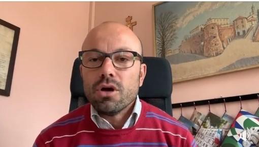 Un fermo-immagine tratto dal video del sindaco Balliano