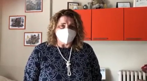 Un fermo immagine tratto dal video con cui la signora Sorba replica alla Minetti