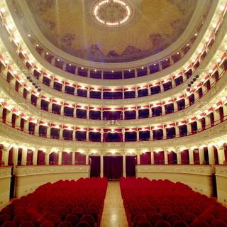 """Domenica 17 ottobre alle 17 nel foyer del Teatro Alfieri si inaugura la mostra """"Divise e manifesti della Grande Guerra"""""""