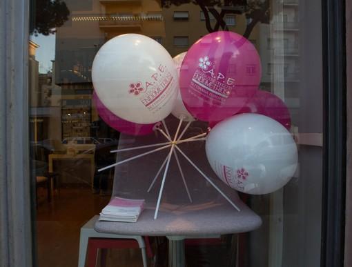 Le vetrine dei negozi di tutta Italia si tingeranno di rosa per sensibilizzare sull'endometriosi