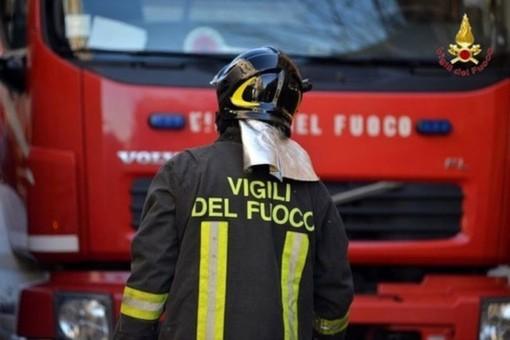 San Martino Alfieri: escavatore a fuoco, intervengono i Vigili del Fuoco