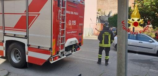 Asti: principio di incendio auto in Viale Partigiani. Intervengono i vigili del fuoco