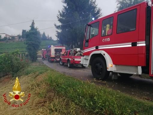 Santo Stefano Belbo: prende fuoco un deposito attrezzi. Intervengono i Vigili del Fuoco di Asti e Canelli