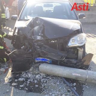 Castell'Alfero: scontro tra due auto. Urtato anche un palo dell'Enel (FOTO)