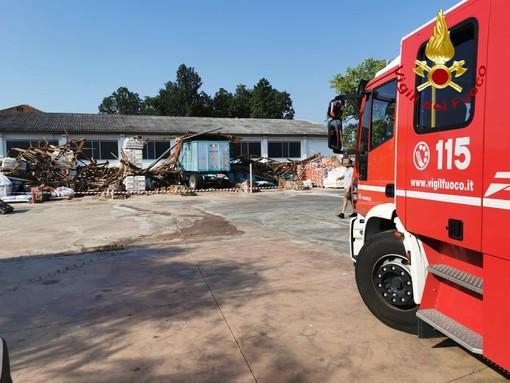 Montechiaro, una tromba d'aria ha provocato il crollo di un capannone in regione Reale
