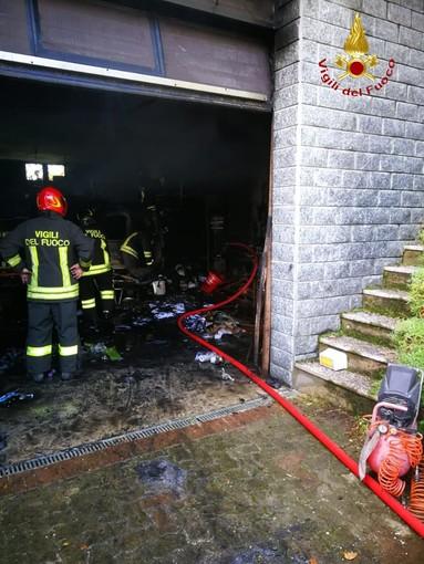 Castello di Annone, intervento dei vigili del fuoco per l'incendio di un garage