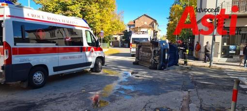 Asti, incidente tra un'ambulanza e un'auto al semaforo di corso Galileo Ferraris