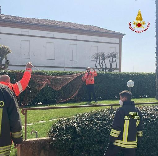 Un'immagine dell'intervento di ieri di via Trieste ad Asti