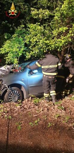 Cossombrato: auto esce di strada e sbatte contro un albero. Un ferito