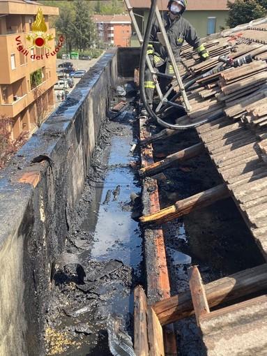 Asti: incendio tetto in via Perosi. Sul posto i vigili del fuoco