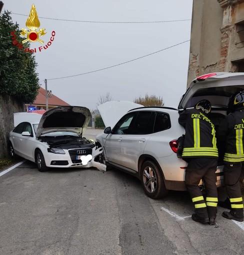 Scontro semi-frontale a Costigliole d'Asti: uno degli automobilisti coinvolti è fuggito a piedi dopo l'impatto