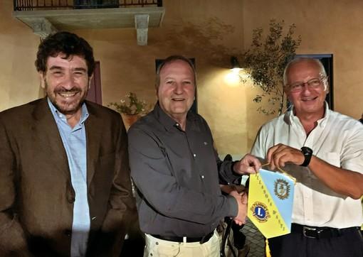 """Da sx: Silvio Tealdi (sindaco di Ferrere), Carlos Humberto Tassi (sindaco di """"La Francia"""") e Maurizio Lattanzio (presidente del Lions club Villanova d'Asti)"""