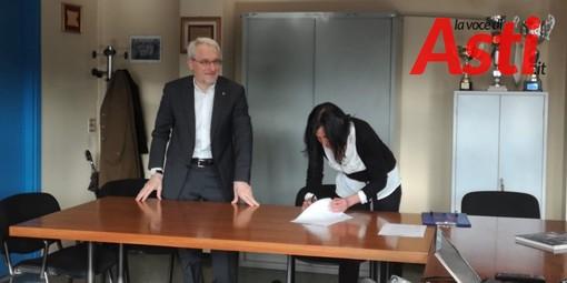 La firma tra il preside Calcagno e la dottoressa Modonese