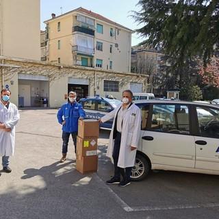 Alla Questura di Asti in dono da Arpa Piemonte gel igienizzante, la farmacia Sanitas ha donato 100 mascherine