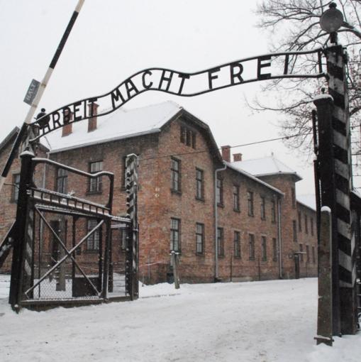 Il cancello del campo di concentramento di Auschwitz