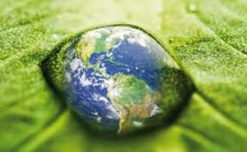 Occhio verde a forma di Pianeta
