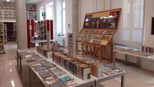 Un salone della Biblioteca Astense