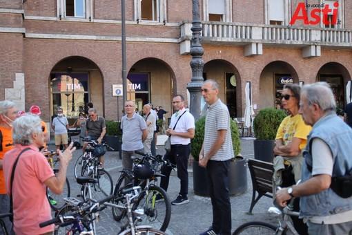 L'assessore Berzano durante un incontro con i ciclisti (Archivio - MerfePhoto)