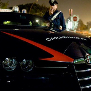 Foto notturna di una pattuglia dell'Arma dei carabinieri