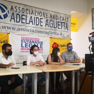 Un'immagine della conferenza presso la sede torinese dell'associazione radicale Adelaide Aglietta