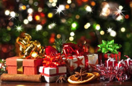 Un Natale... stazionario. I dati dell'Ufficio studi di Confcommercio confermano che la spesa media per i regali non cambierà