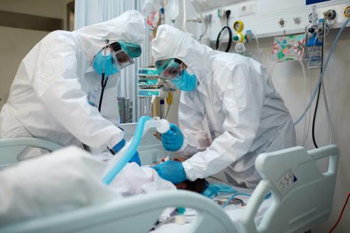 Covid, paziente intubato