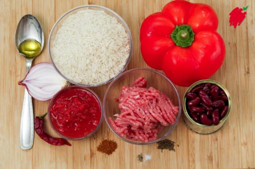 Felici e Veloci, le nuove (video)ricette di Fata Zucchina: chili di carne e peperone
