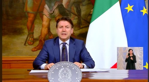 """Conte:""""Misure restrittive prorogate fino al 3 maggio: dal 14 aprile aperti cartolibrerie e negozi per neonati"""""""