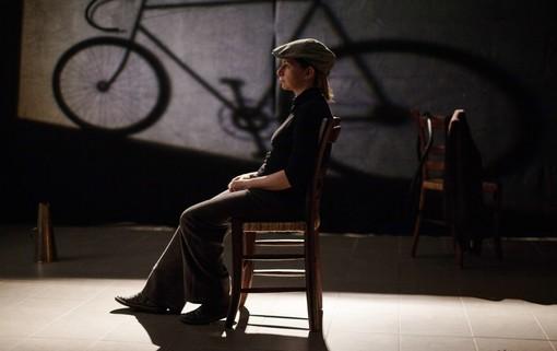 Giovedì il ricordo del grande Bartali scende dalla bici e sale in scena a Calosso