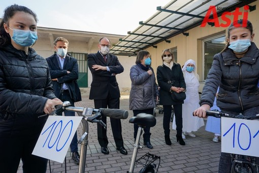 Alla mensa sociale di Asti si consegna la 101esima bici del progetto 'Dona Bici'