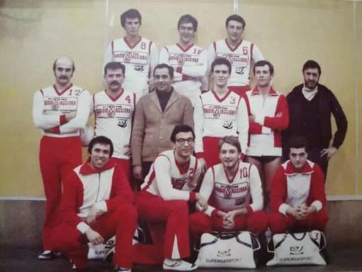 Una storica foto dell'Astense: Fabrizio Cassano è il secondo da sinistra della prima fila in basso