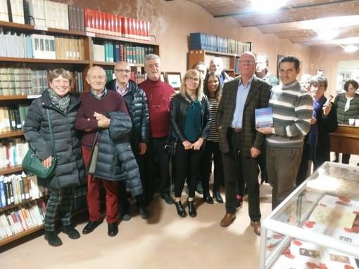 """Castelnuovo Belbo, presentato in Biblioteca il libro """"Scarpette e cioccolato"""""""