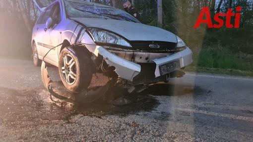 Perde il controllo della sua auto e sbanda ribaltandosi, anziano ferito