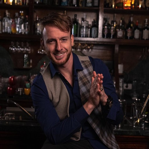 Il flair bartender Giorgio Facchinetti svela agli astigiani i segreti della mixologia. Al centro l'Asti e le sue identità meravigliose (VIDEO)