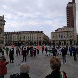 In piazza Castello si manifesta contro il gioco d'azzardo