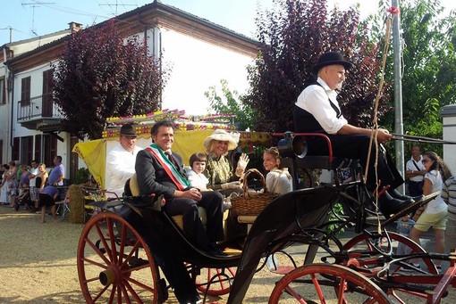 Roberto Galante con la fascia da sindaco in una precedente sfilata