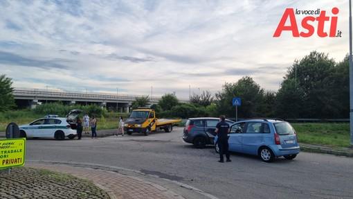 Scontro tra due auto in via Bigliani, sul posto vigili del fuoco e polizia locale