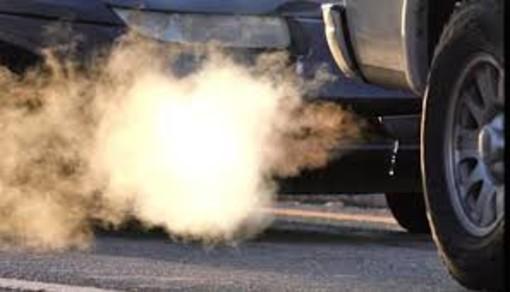 Tre anni senza bollo auto per chi compra un'auto meno inquinante, arriva il sì della Regione