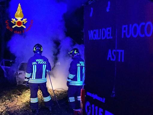 Incendio auto a Castello di Annone, intervenuti Carabinieri e Vigili del Fuoco