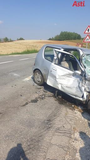 Incidente sulla provinciale per Moncalvo all'incrocio per Calliano. Tre mezzi coinvolti [FOTO]