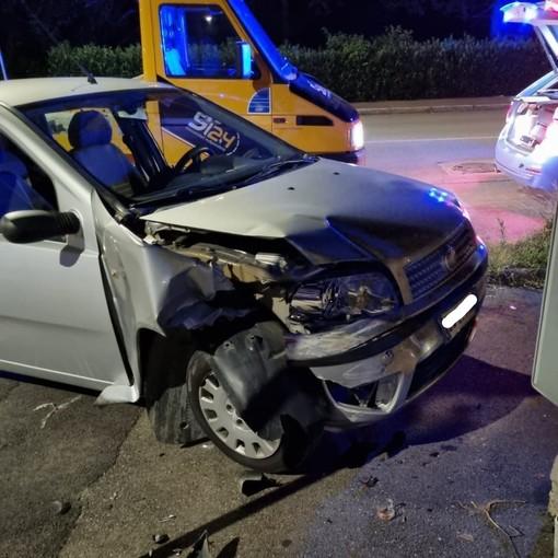 Asti, ubriaco e sotto l'effetto di stupefacenti 'centra' otto macchine in corso Torino e cerca di investire un poliziotto