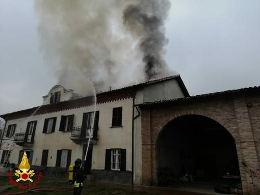 Continuano gli interventi per i Vigili del Fuoco nel pomeriggio per incendi tetti. Ancora sul posto a Calamandrana