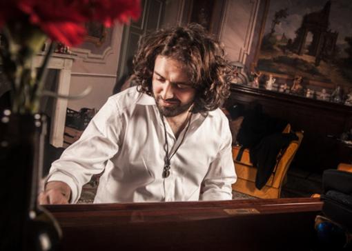 Il cantautore Jacopo Perosino
