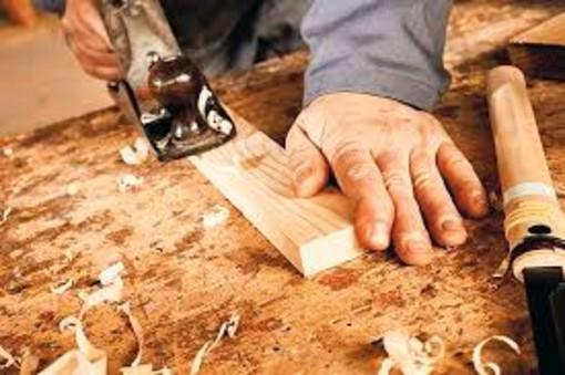 Rinnovo del contratto nazionale di lavoro per i 250mila addetti del settore legno e industria